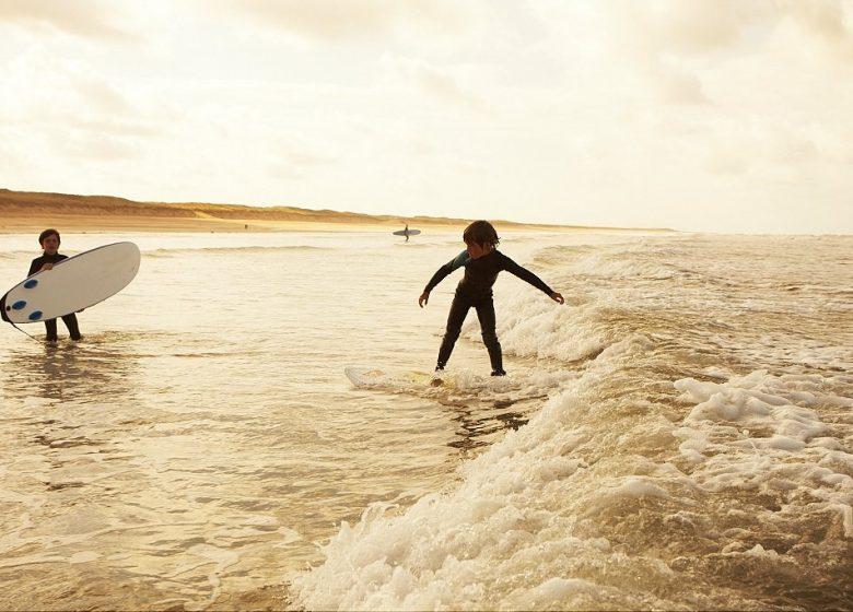 TARIF RÉDUIT EN FAMILLE – ATLANTIC LEZARD SURF SCHOOL